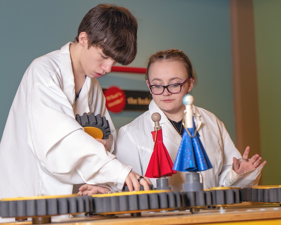 Kids doing science experiments at The Science Zone